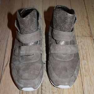SZ 7 Johnston & Murphy Leather Sneaker - Taupe